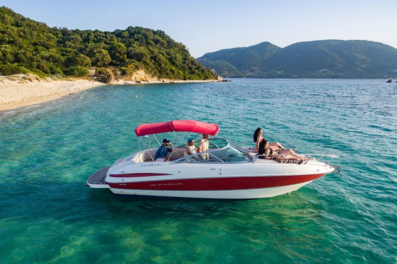 Maxum 2400SC3 motorboat
